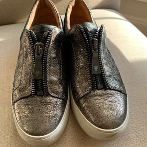 Frye metallic casual shoe 7.5